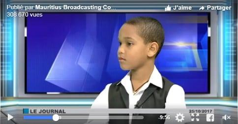 Michael Angelo Mootoo, enfant précoce de 10 ans a été invité au journal télévisé, ce qui lui a valu une renommée instantanée sur les réseaux sociaux.
