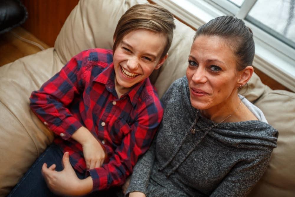 Découvrez lé témoignage de Caroline, maman d'un jeune adolescent québécois surdoué, ainsi que des information sur la prise en considération du surdouement au Québec.