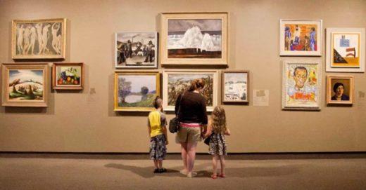 Visite en famille au musée