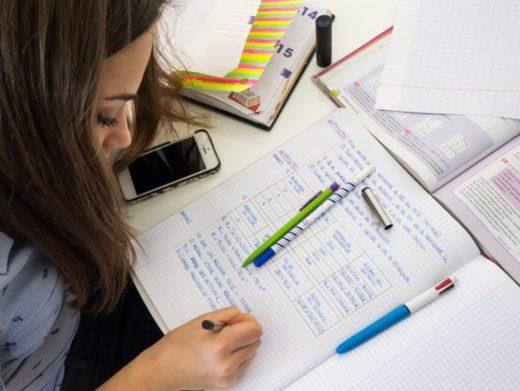 Le combat d'une jeune surdouée pour étudier